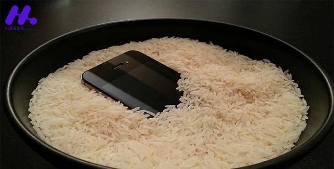 آیفون خود را با برنج خام خشک کنید
